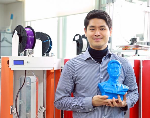 '3D 프린팅'으로 맹학교 졸업앨범 선물한 임진환 학생