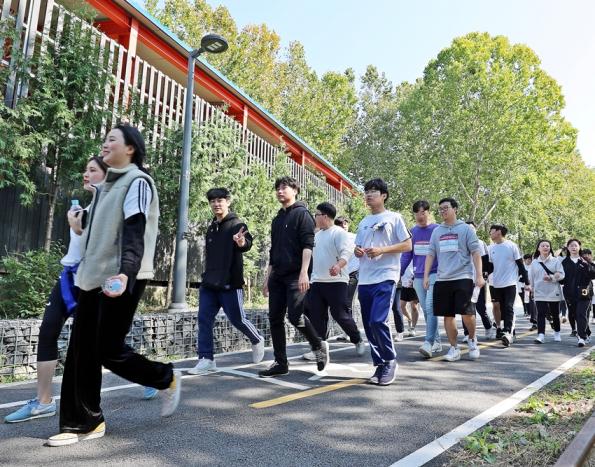 [포토] '뚜벅뚜벅 함께 걸어요~'…삼육대 3650 건강걷기대회